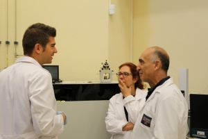 Researchers from University of Cordoba doing the proteomic work in the laboratory.